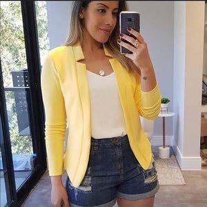 2/ 10$  Yellow office blazer